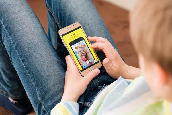 kid using snapchat
